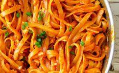 Gigi Hadid Makarnası (kremalı domatesli makarna)